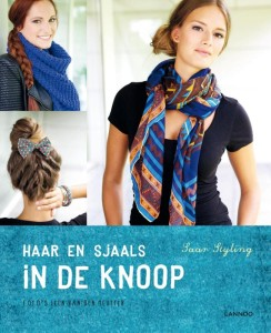sjaals in de knoop